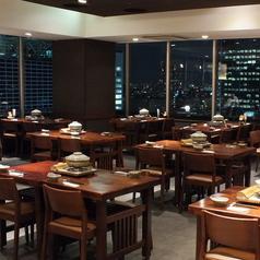 広々店内では最大100名様まで宴会可能なテーブル席をご用意しております。大人数の宴会にぴったり!
