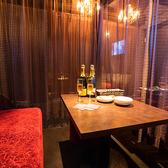 カーテンで仕切れば2~6名程度の半個室に!ムードある雰囲気は、デートや女子会にぴったり♪
