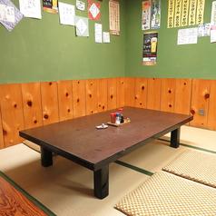 足を伸ばしてゆったり座れるお座敷席は、小さいお子様がいるご家族様にも定評を頂いております。人数が多い場合には、テーブルを合わせてご一緒にお座り頂けます!楽しいお食事の時間をお楽しみください♪