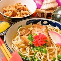 沖縄の豚スペアリブ「ソーキ」を味わうソーキそば!