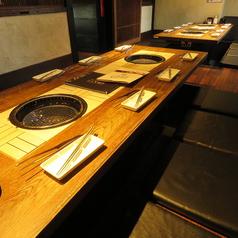 2名~4名様向けのゆったりテーブル席♪個室は18名様まで/最大40名様までの宴会が可能です!