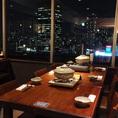 自慢の窓際テーブル席☆17階から眺める梅田の夜景は格別です♪