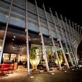 大阪駅から徒歩3分、大阪ステーションビルとグランフロント大阪 うめきた広場を一望できる、圧倒的な解放感を持つGARB MONAQUEのテラスを堪能出来るランチパーティープラン♪駅近でヨーロッパのカフェテラスのような贅沢な非日常空間で、イタリアワイン4種類、スペインの辛口スパークリングなどの60分飲み放題付き。