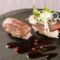 料理メニュー写真肉寿司 炙り牛タン 二貫