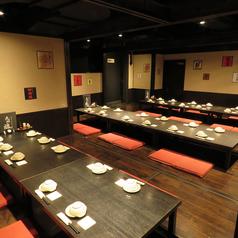 最大44名様までご案内可能なお席です♪ゆったりおくつろぎ頂けるごたつ席♪曜日限定で20名さま~貸切もOK♪詳細はお店までお問い合わせください♪個室多数の和空間で新鮮鮮魚や九州郷土料理をご堪能下さい!人数に合わせて大中小さまざまな個室をご用意しています。川崎駅で居酒屋をお探しなら当店へ♪