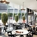 一面ガラス張りの開放感溢れるオシャレ空間です★モーニング・ランチ・カフェ・ディナーと一日中楽しめるオールデイダイング!