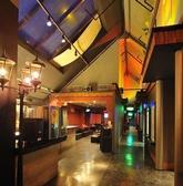 フロアA+B+C広い店内と天井の高さで開放感抜群!1名様から大人数でご利用可能!少人数で使えるカラオケ個室や10名様位で使えるカーテン個室、フロアは20名様/40名様/60名様/80様/100名様/150名様/200名様とお客様だけのワンフロアにできます。【店貸しもOK】貸切り御宴会・パーティー時はカラオケもご用意♪DJブース有り♪