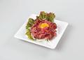 料理メニュー写真ローストビーフユッケ仕立て/焼きチーズdeポテトサラダ