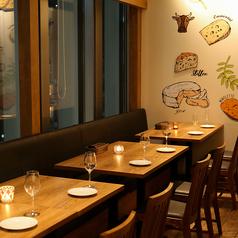 チーズ&グリル フロマージョ ミント神戸店の雰囲気1