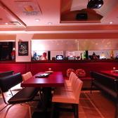 2名席、4名席、10名席、12名席、と大きさの違うテーブルを設けており、人数次第で繋げたり離したりと自由自在に使えます。