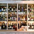 【厳選ワイン】ずらっと並ぶワインセラーには厳選された日替わりワインをはじめ、カクテルや自家製のサングリアなど種類も豊富に揃えております。チーズや生ハム、アヒージョなどワインに良く合うアラカルトも充実してます☆ワインとの相性バツグンのデザートのご用意もございます。この機会に是非★