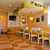 20席のテーブル席はご利用人数によってレイアウト変更もできるのでご家族やご友人とのお食事にも最適です。