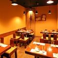 レイアウト様々に4名様~16名様まで対応可能な個室席。テーブルを色々並び替えられるので用途に合わせ宴会可能。