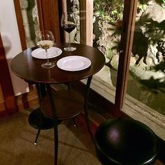 たった1つしかない窓側テーブル。こちらも人気のお席となっております。
