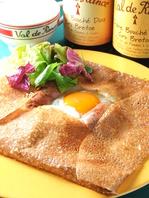 フランス、郷土料理そば粉のクレープ「ガレット」