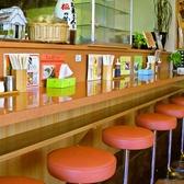 おひとりさまでもお気軽に利用できるカウンター席はランチや仕事帰りのサク飲みにもピッタリです。