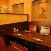 壁に面した4名掛けテーブル席