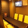 7名様用のテーブル個室♪6名様~ご利用可能です。室内にはモニターもございます。
