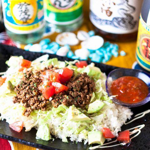 大人気!!沖縄のソウルフード、タコライス!宴会・飲み会に本格沖縄料理で盛り上がろう◎人数に合わせて個室をご用意!周りを気にせず盛り上がれます♪団体様の貸切宴会にも、 ゆったり寛げるお席をご用意致します!
