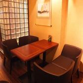 ゆったりくつろげるテーブル席。空間を楽しみながら友人とお話ししたい方にお勧めのお席です!
