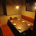 プライベート感のある個室は人気のお席。早いもの勝ち!ソファタイプの個室なのでゆっくりできます♪壁と扉で仕切られた完全個室のお席は5~6名様までご利用頂けます!お客様だけのプライベート空間でご宴会をごゆっくりとお楽しみください!