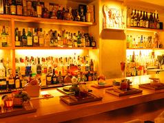 2件目利用でも大人気♪カウンター席でお酒を楽しむカップルも多くいらっしゃいます。