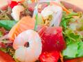 料理メニュー写真ハワイアンシーフードサラダ