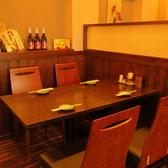 壁がちょっとした仕切りの役割となっております。周りを気にせずお食事をお楽しみください。