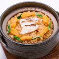 料理メニュー写真炙り鯛とウニの土鍋飯