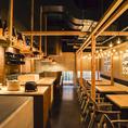 オープンキッチンで目にするカツオの藁焼きは圧巻です。定期的な換気も行いながら感染症対策もバッチリ♪