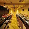 大型宴会個室は、立食時は100名様まで対応可能です♪仙台駅すぐでご利用いただける大型宴会個室は、会社宴会やパーティーなど大人数でのご利用もバッチリ対応致します。着席時は、56名様まで対応できますので、ご宴会のシーンに合わせてお席をご用意致します