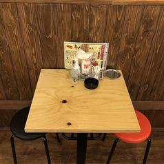 2名様のテーブルを7席用意しています。