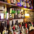 豊富な種類のお酒とボトルキープ。