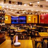 ■メインホール明るい雰囲気のメインホールは賑やかなご宴会やご友人とのお食事会に最適!貸切パーティも承ります。4名様テーブル × 8卓(つなげて26名様までご案内可能)