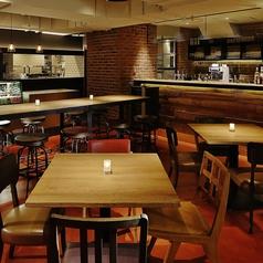 ディナーをするならこのテーブル席がぴったり!お洒落で落ち着きのある空間になっているので、デートや女子会などにもおすすめです。