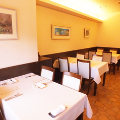 あたたかい空間は、どの年代の方でも安心してお食事を楽しんでいただけます。