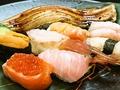 料理メニュー写真初寿司のまぐろ大とろ/あわび/あわび/北海道いくらとサーモン軍艦/初寿司の生うに/有明ぼたんえび