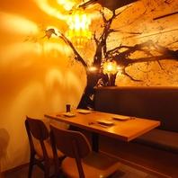 半個室は桜の薫り漂う、雰囲気抜群のソファー席