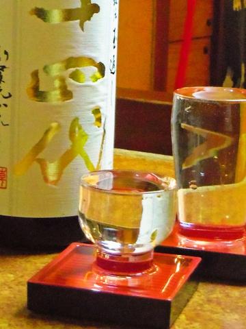 お酒特に日本酒の種類の多さ、味には定評あり。深夜2時まで営業するサービス精神あり