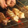 料理メニュー写真串打ち三年焼き一生。全て新鮮な生肉を職人が手刺ししております。