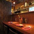 雰囲気抜群のカウンター席はデートでの人気◎豊富なワイン・シャンパンとお食事で幸せな時間を演出。