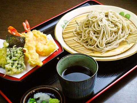 本場信州蕎麦に関西風の秘伝の出汁。アットホームな雰囲気でメニューも豊富なそば店。