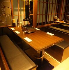 《~6名様まで座れるゆったりテーブル席》開放的な店内なので自然と宴会が楽しくなります!木屋町店のテーブルはアレンジ可能なので少人数での宴会、大人数での宴会どちらも対応いたします!