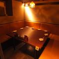 【完全個室!!】8~10名様専用!!隠れた空間のソファタイプテーブル席♪8~10名様用完全個室はソファタイプのテーブル席♪隠れ部屋風の落ち着いた雰囲気で人気の個室が多数♪合コン・パーティー・女子会・会社宴会・懇親会・飲み会など各種シーンにご利用できるためとっても便利です◎