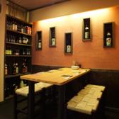 テーブル席は6名掛けが1組と、9名掛けの丸テーブルがございます♪ご家族でのお食事や会社帰りに同僚との飲み会など普段使いにオススメです!