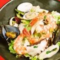 料理メニュー写真海の幸のサラダ