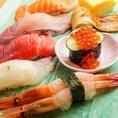 通常ネタの3倍!シャリが見えないほどのネタは通常ネタの約3倍の大きさ…まさにぶっちぎり!こぼれ落ちるほどのネタのお寿司!季節限定寿司や食べ放題もご用意!