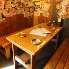 4名テーブルが基本的な大きさ。