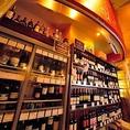 1本1本厳選したボトルワインをワインセラーに常時100種ご用意。市場価格+1000円でご提供。お好きなワインをどうぞ♪