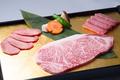 料理メニュー写真松阪牛リブロース・特上肉の盛り合せ